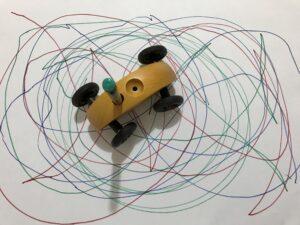 Obraz namalovaný s autíčkem Fingercar