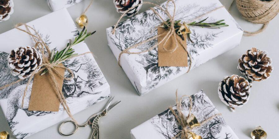 17 tipů, jak originálně ozdobit dárek